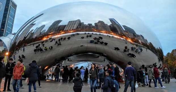 The Bear, or Cloud Gate, in the Chicago, Illinois Millennium Park.