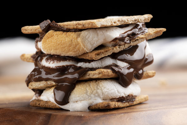 A s'more on a plate.